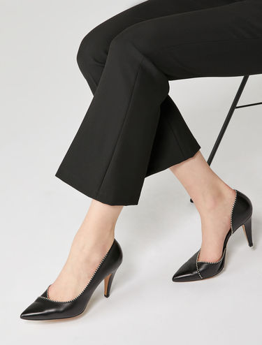 Leather pointed pumps