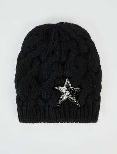 Beanie hat with star appliqué