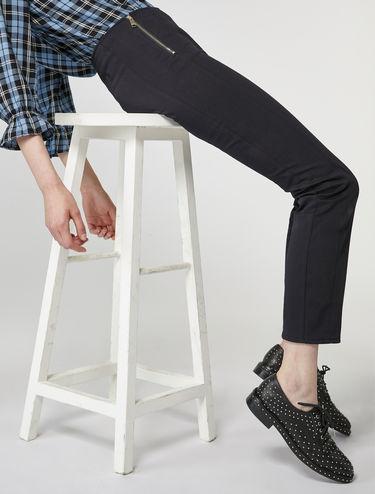Pantalón corte slim de gabardina
