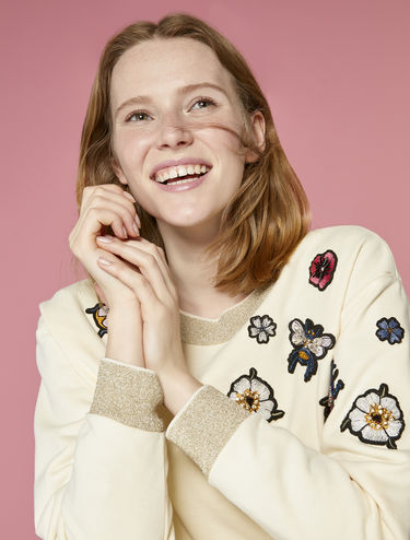 Sweatshirt with appliqués and lamé edging