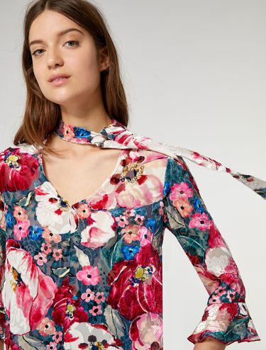 Blusa de terciopelo floral