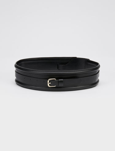 Wide belt with 3D details