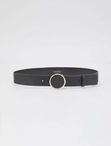 Leather belt with round buckle