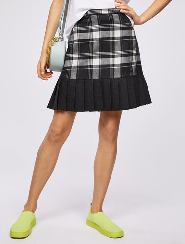 Checked skirt with pleated flounce