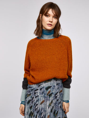 Jumper with contrasting details