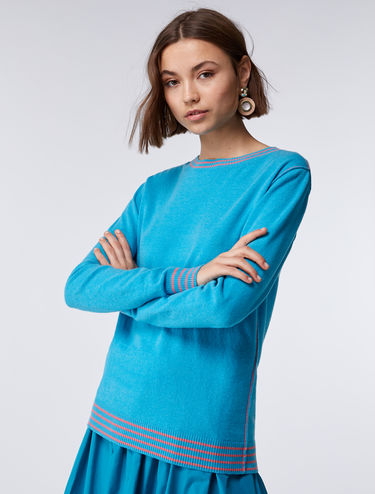 Sweater with colour contrasting edging