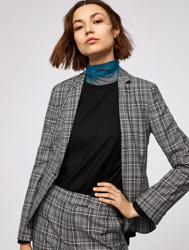 Slim single-button blazer