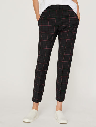 Slim-fitting tailored trousers