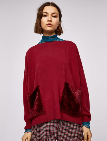 Wool jumper with plush pockets