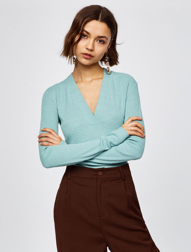 V-neck ribbed long-sleeved top