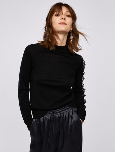 Jumper with lace ruffles