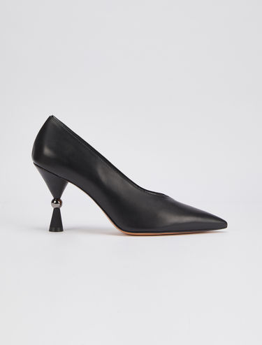Nappa pumps with hourglass heel
