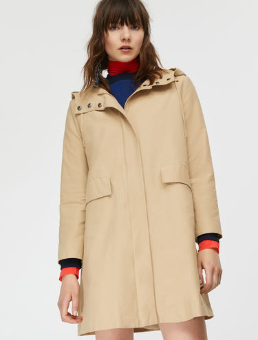 Hooded A-line trench