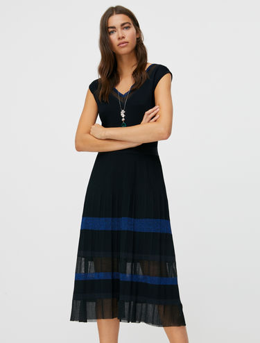 Pleated V-neck knit dress