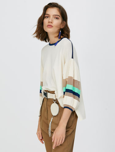 Jumper with pleated sleeves