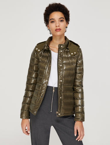 Padded coat with detachable sleeves