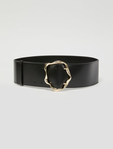 Wide belt with 3D buckle