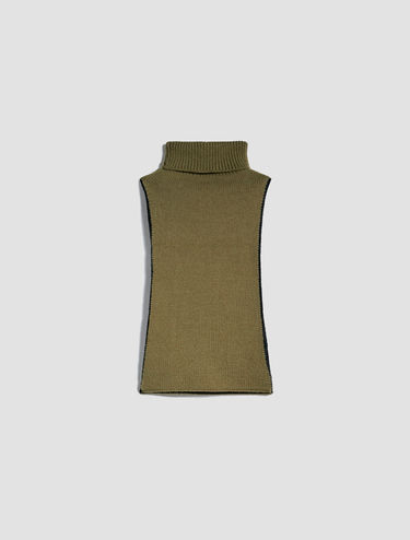 Reversible knit cagoule
