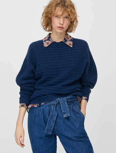 Jumper with horizontal ribbing