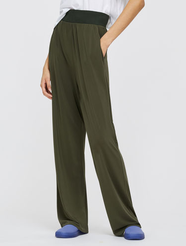 Flowing trousers in crêpe jersey