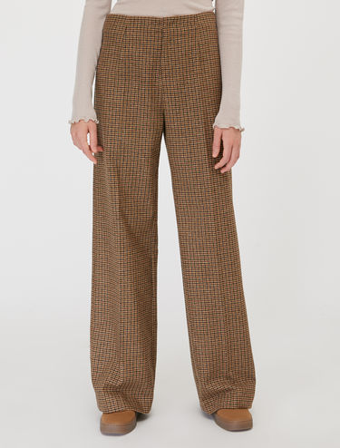 Cloth wide trousers