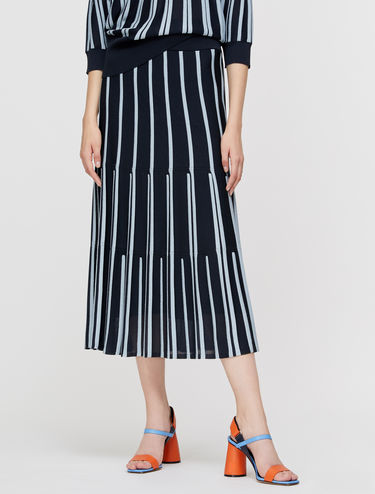 Knit skirt with 3D ribbing