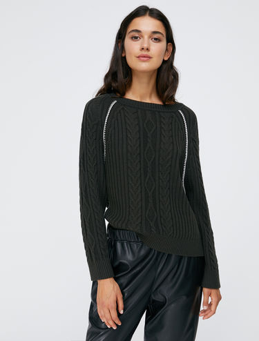 Cable-knit ribbed pullover