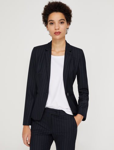 Slim-fit single-button blazer
