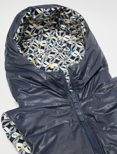 Reversible printed hood collar