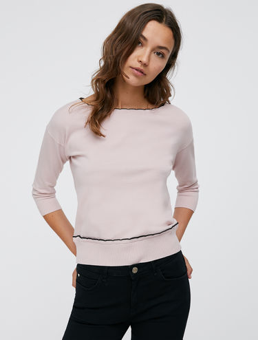 Sweater with scalloped edges