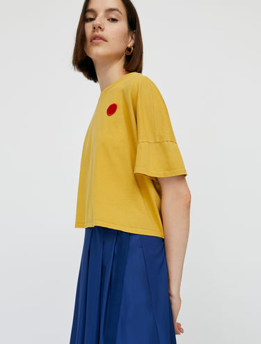 Cropped T-shirt with dot appliqué