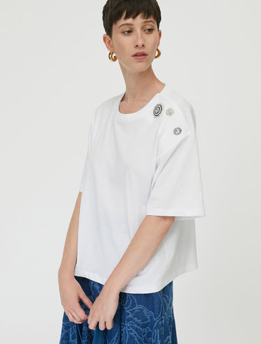 T-shirt with jewel buttons