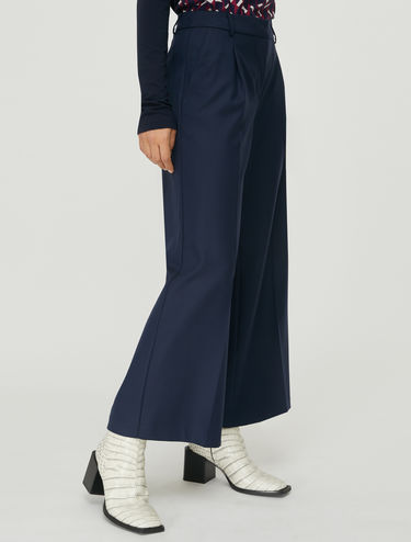 Wide cropped trousers with pleats
