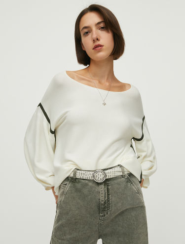Jumper with puffed sleeves