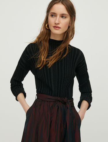 Jumper with 3D lamé