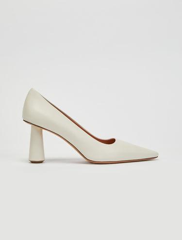 Column heel court shoes