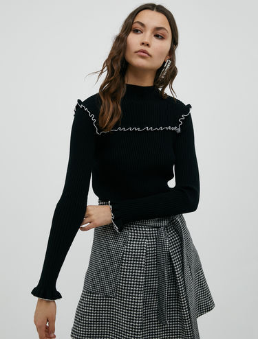 Ribbed polo neck with ruffles