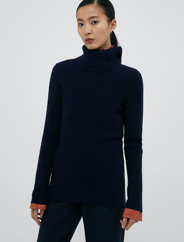 Ribbed turtleneck with buttons
