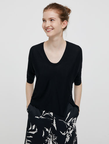 Jumper with jewel buttons