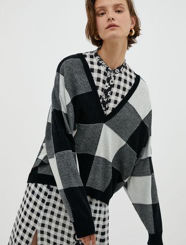 Maxi checkered V-neck jumper
